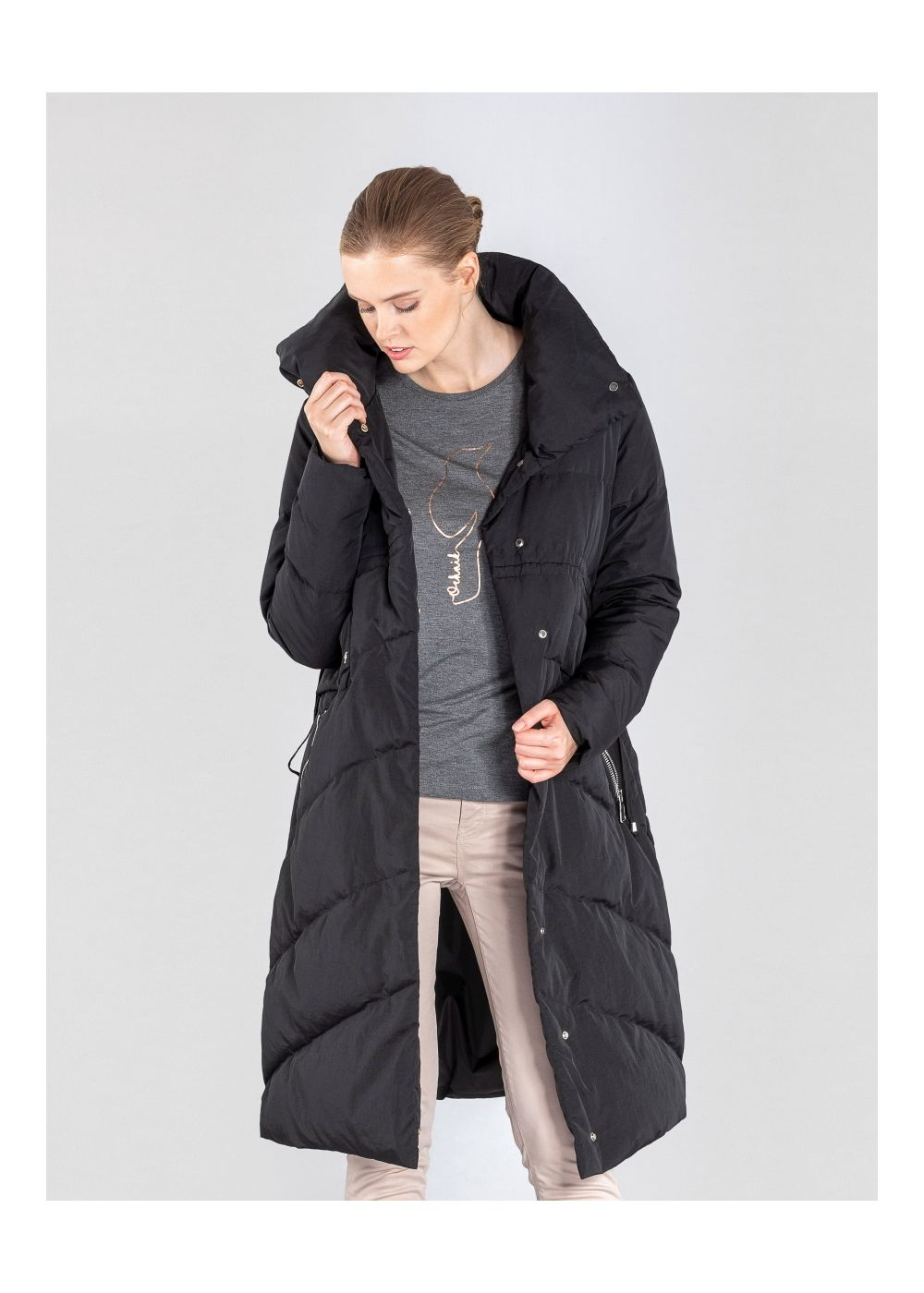 Długa czarna kurtka damska z puchem KURDT-0275-99(Z20)