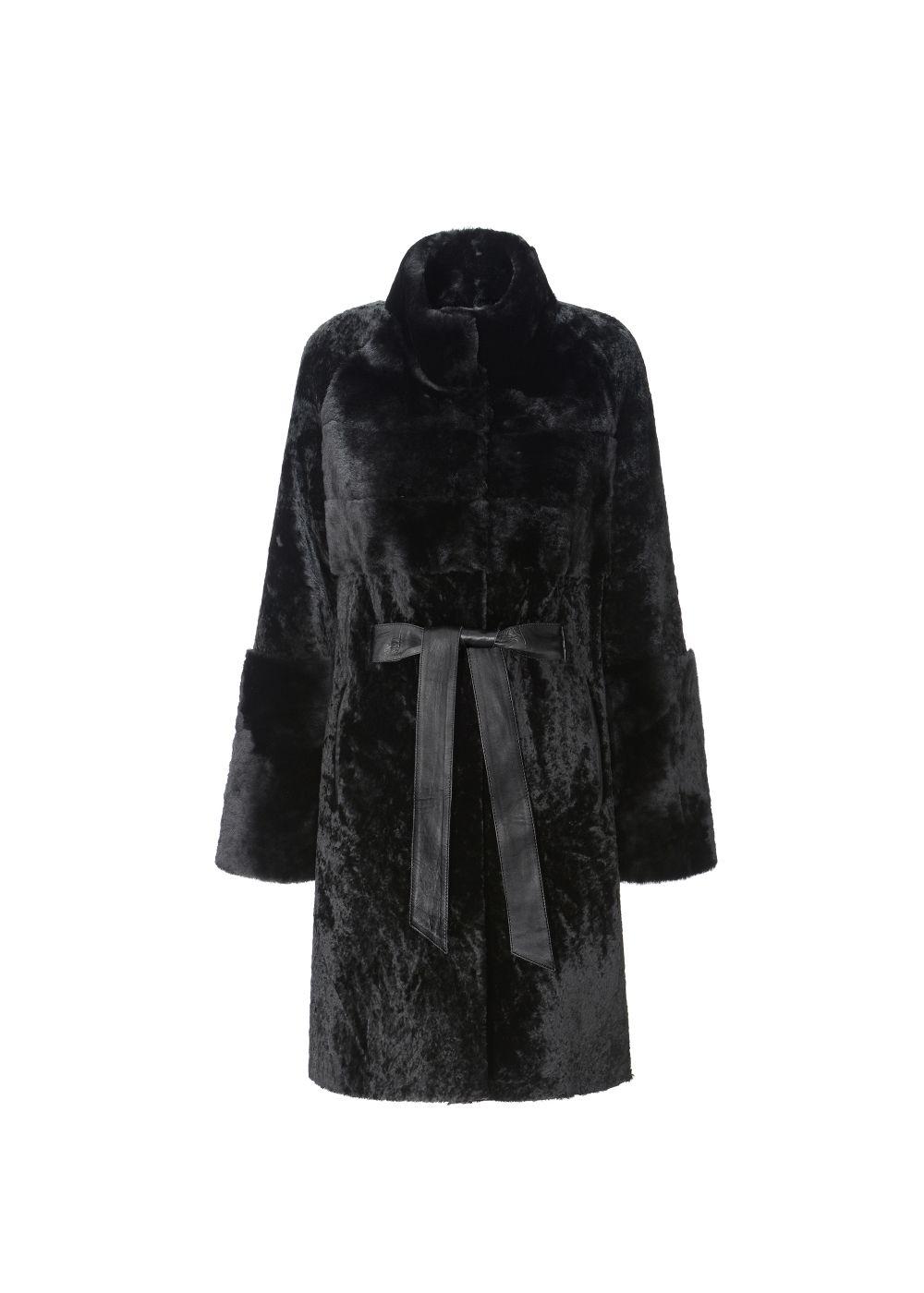 Czarny kożuch damski zapinany na napy KOZDS-0035-5402(Z19)