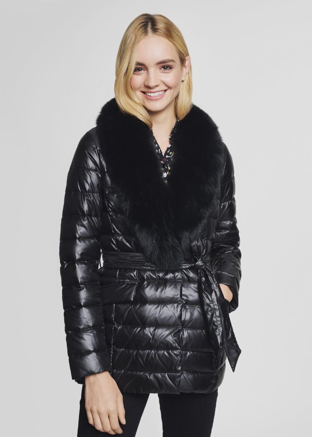 Czarna pikowana kurtka damska z paskiem KURDT-0250-99(Z21)