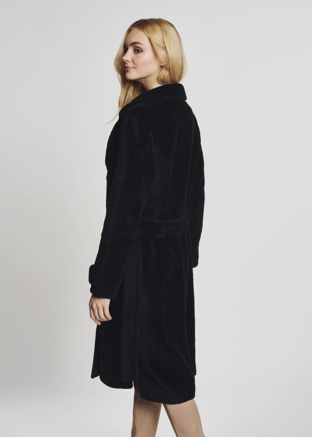 Długie futro damskie w czarnym kolorze FUTDT-0022N-99(Z21)
