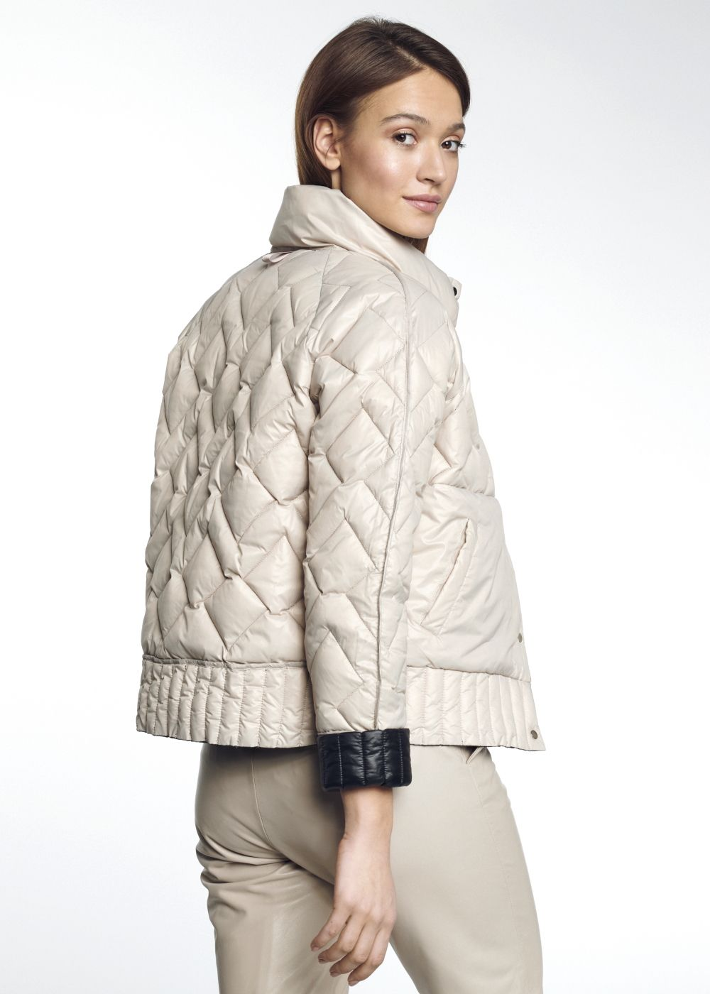 Pikowana kurtka damska ze stójką KURDT-0281-98(W21)