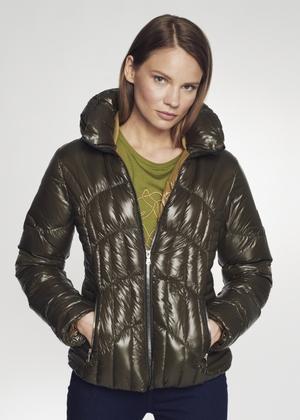 Pikowana kurtka damska w kolorze oliwkowym KURDT-0320-54(Z21)