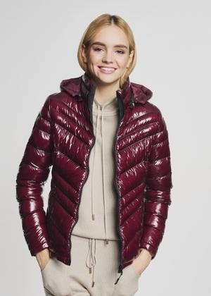 Krótka pikowana kurtka damska z ociepleniem KURDT-0344-49(Z21)
