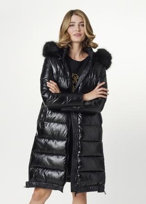 Czarna kurtka damska z połyskującego materiału KURDT-0334-99(Z21)