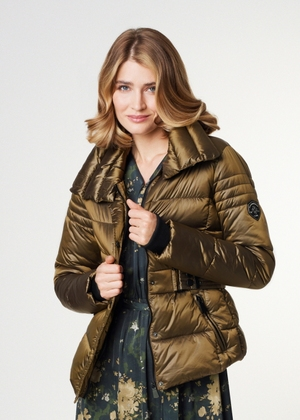 Oliwkowa kurtka damska ze ściągaczami KURDT-0329-28(Z21)