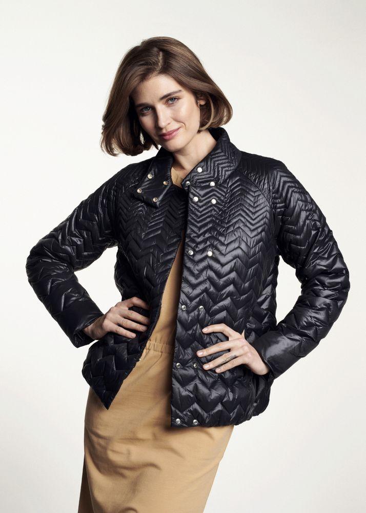 Czarna pikowana kurtka damska KURDT-0282-99(W21)